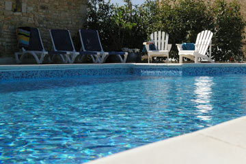 Picture of the pool, inviting you to have a swim